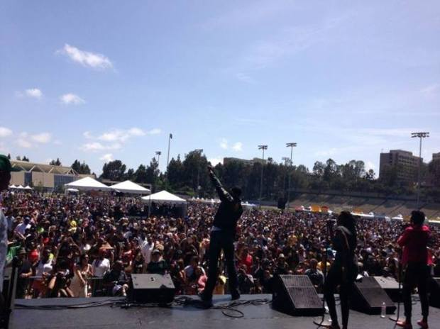 (photo) Mr. Vegas on stage in California